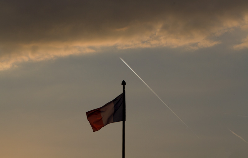 paris-flag-sunset