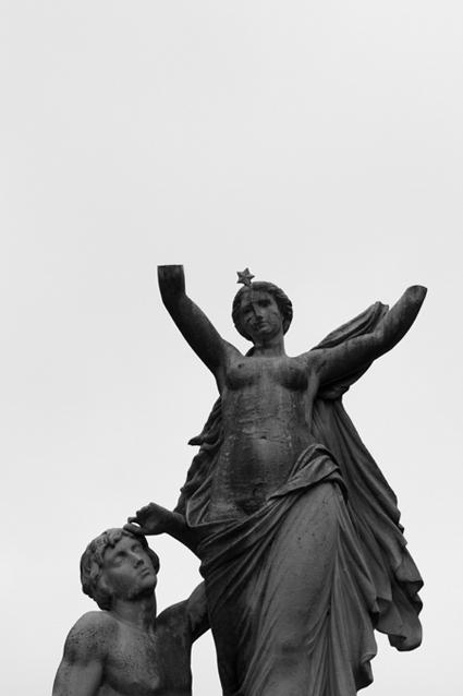 jardin-du-luxembourg-paris-sculpture-2
