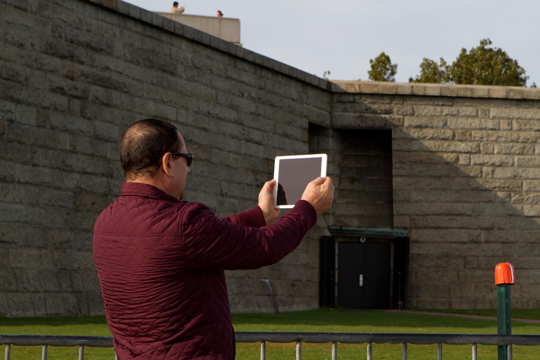 ipad-selfie-statue-of-liberty