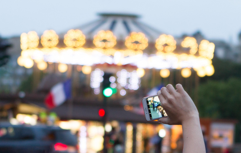 paris-eiffel-tower-selfies