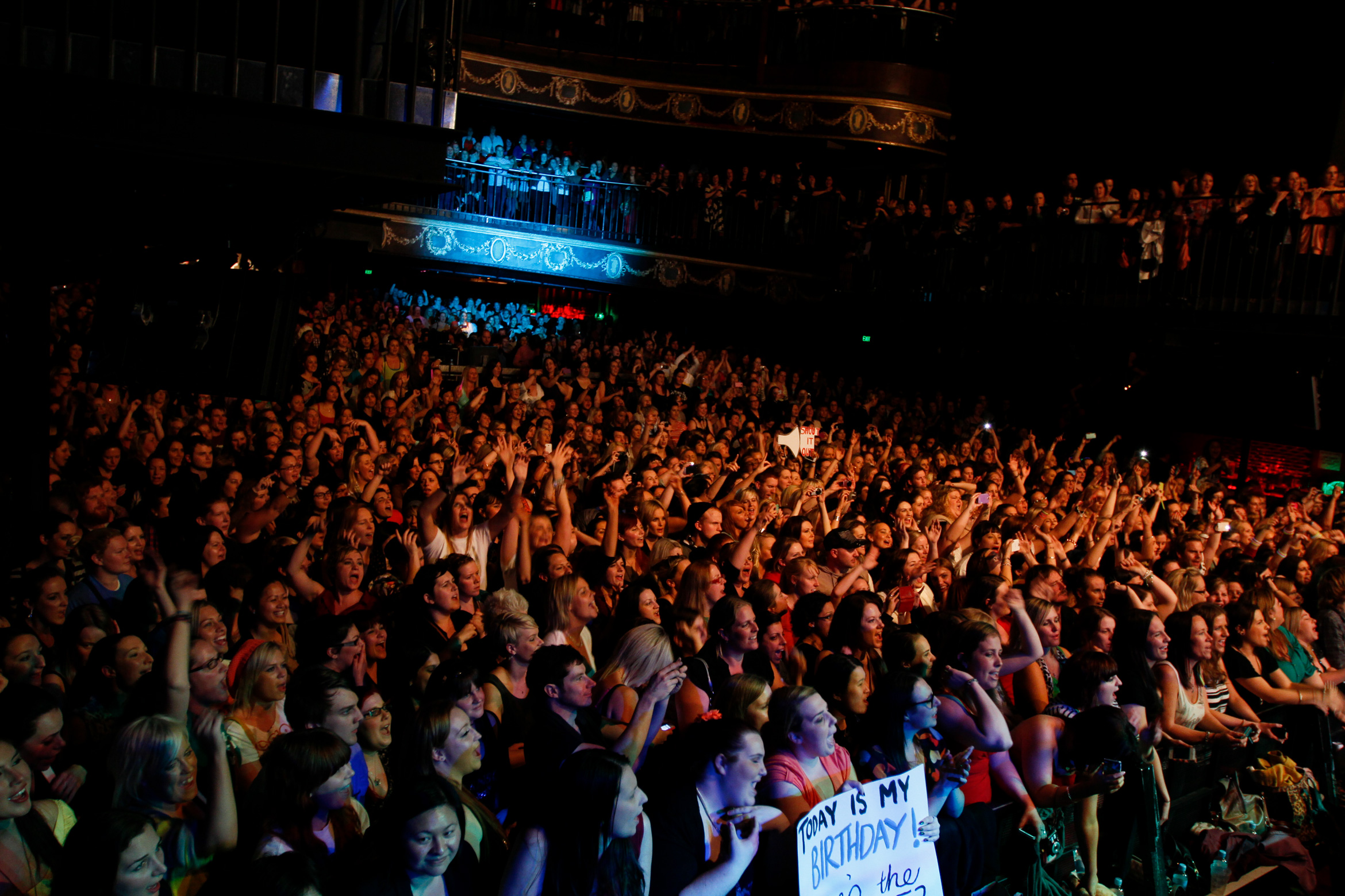 hanson-crowd-billboardthevenue