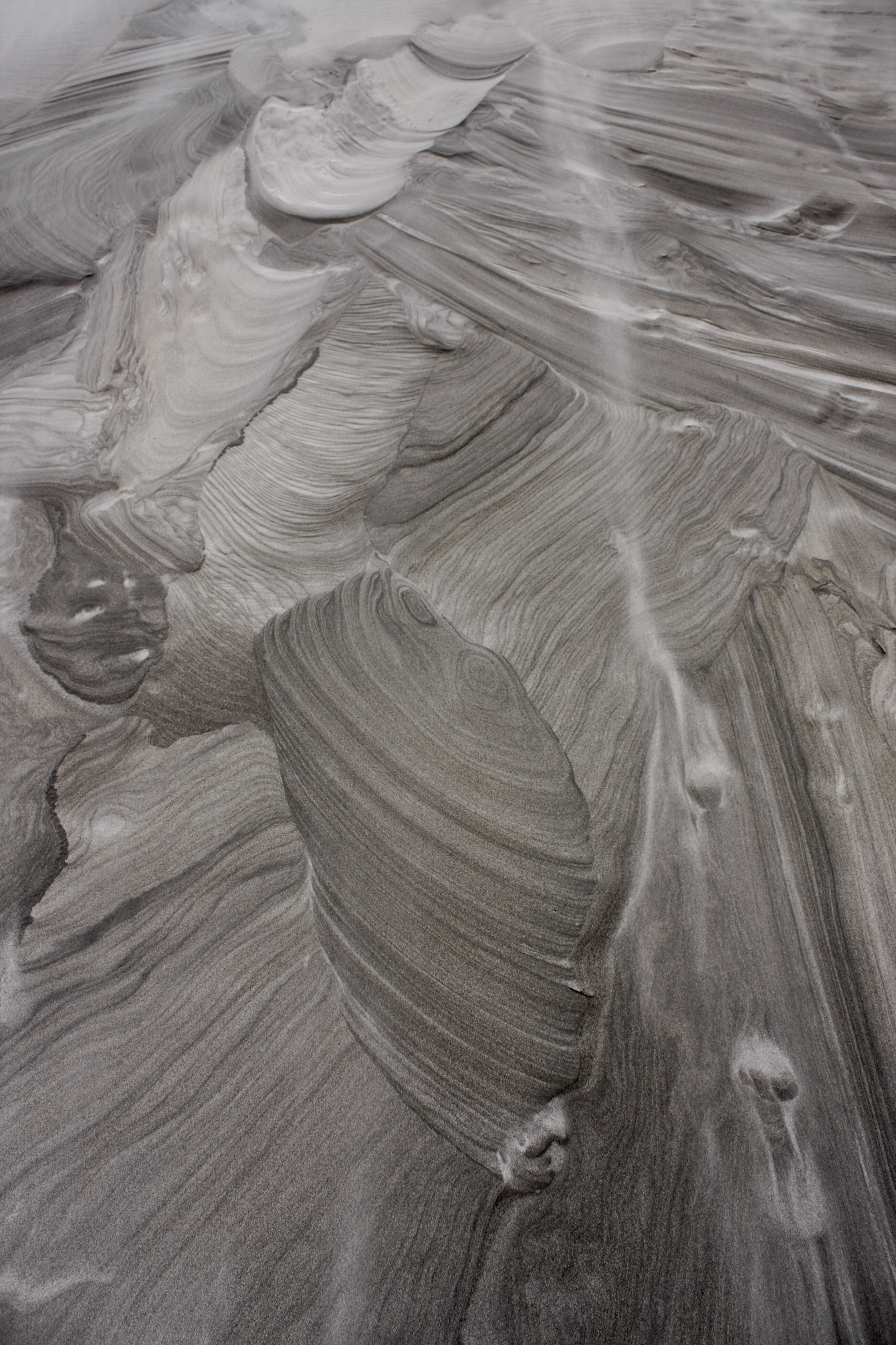 wind-black-sand-patterns-nz-beach